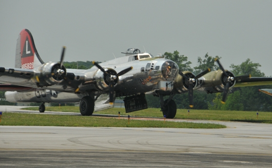 b17_flying_fortress_taxiing_BLOG