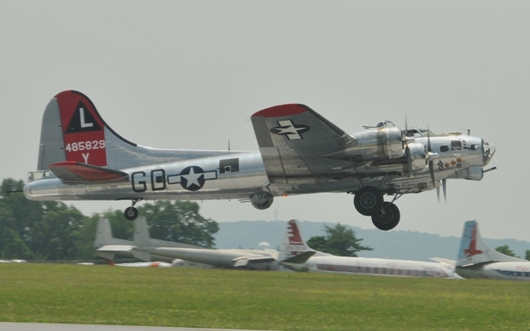 b17g_flying_fortress_taking_off_BLOG